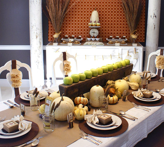 5 harvest themed thanksgiving tables for Dinner table decoration ideas