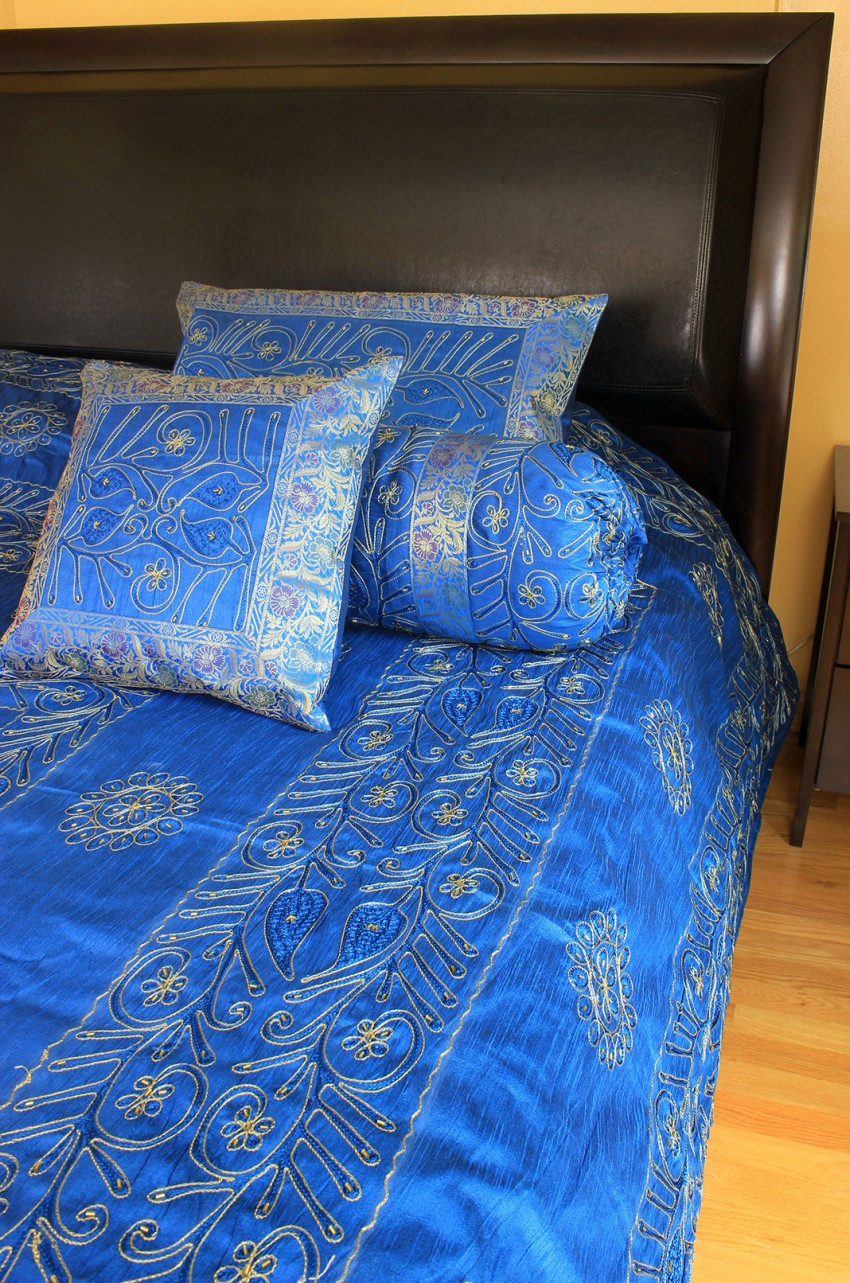ornamental-embroidered-7-piece-duvet-cover-set-c62COUPLE