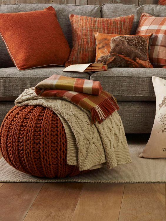 cosy-fall-living-room-with-throws