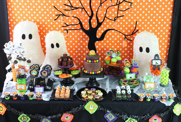 childrens halloween table layouts with candy - Halloween Table