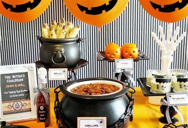 halloween-chili-buffet-bar-how-to-style-decor-food-kids