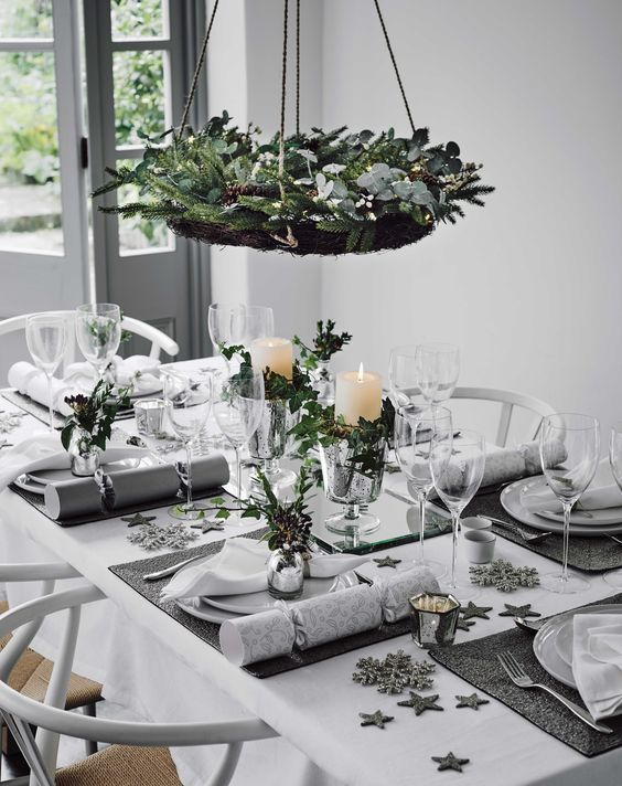 star-metallic-christmas-table-layout