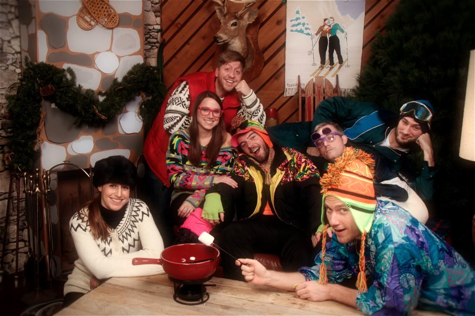 ski-lodge-winter-dinner-party-theme