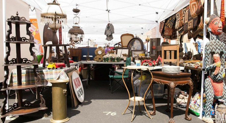 flea-market-shopping-for-home-decor