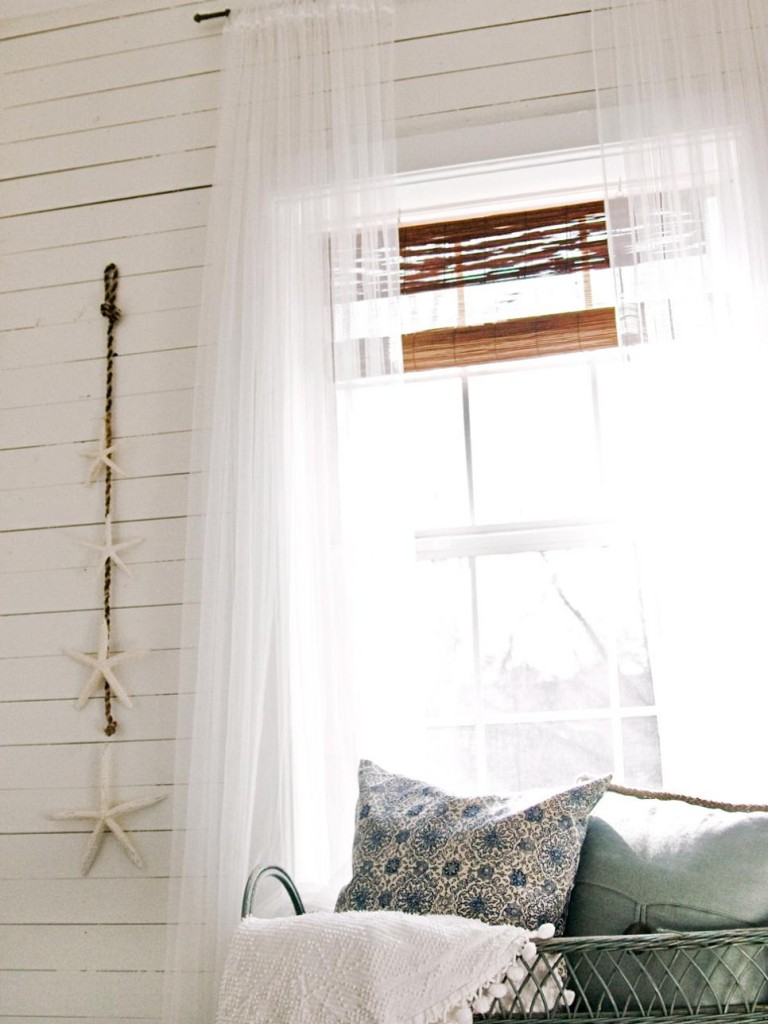 hang-curtains-high-small-bedroom-decorating