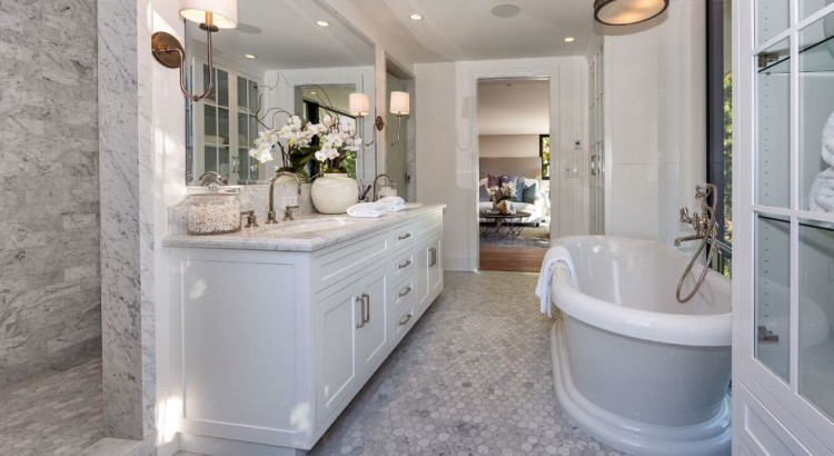 Banarsi designs blog decorating trends tips ideas for Kylie jenner bathroom photos