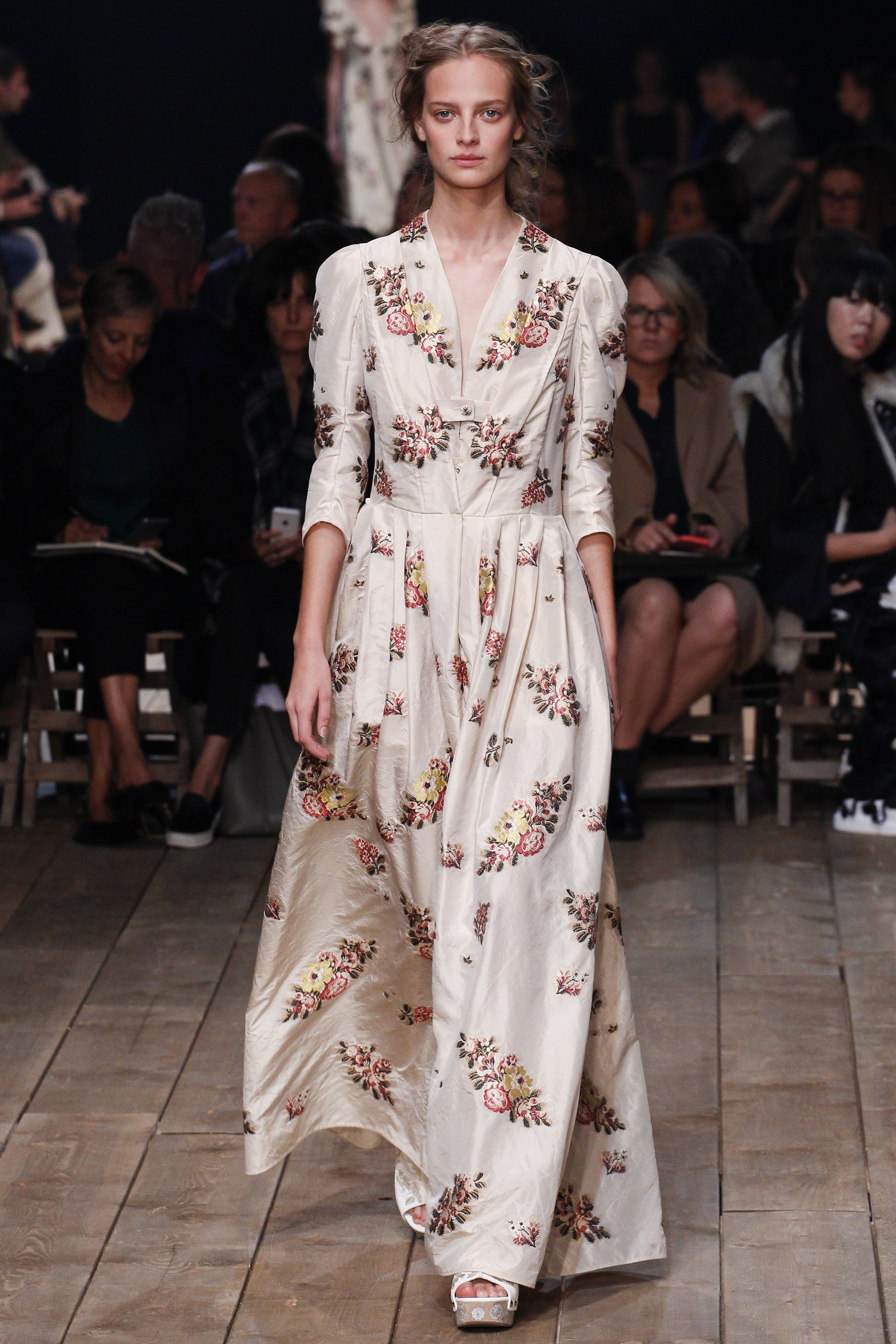 alexander-mcqueen-floral-prints-aw-2017
