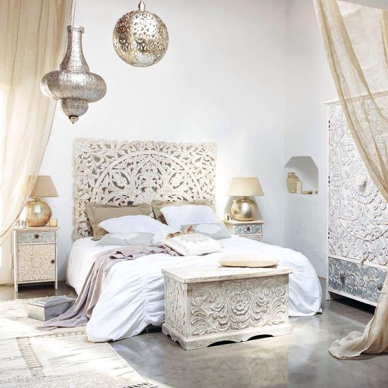 moroccan-style-bedroom-with-gold-decor
