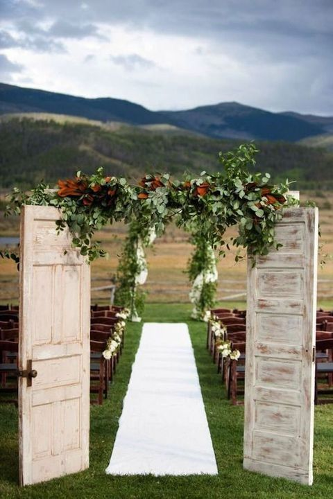 rustic-fall-wedding-decor-with-old-doors