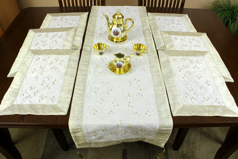 and beige runner set placemat placematset he 1  table