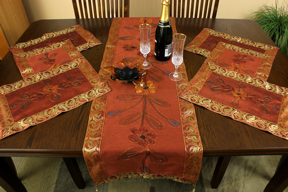 NEW 14 TABLE RUNNER AND PLACEMAT SET