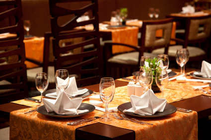 Restaurant table linens tablecloths accents for Decoration restaurant