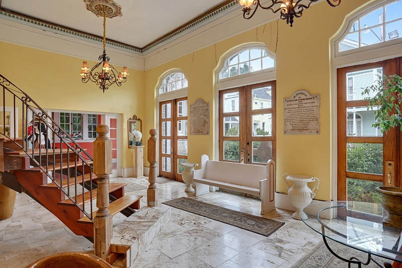 Beyonce-and-JayZs-new_orleans_home_foyer