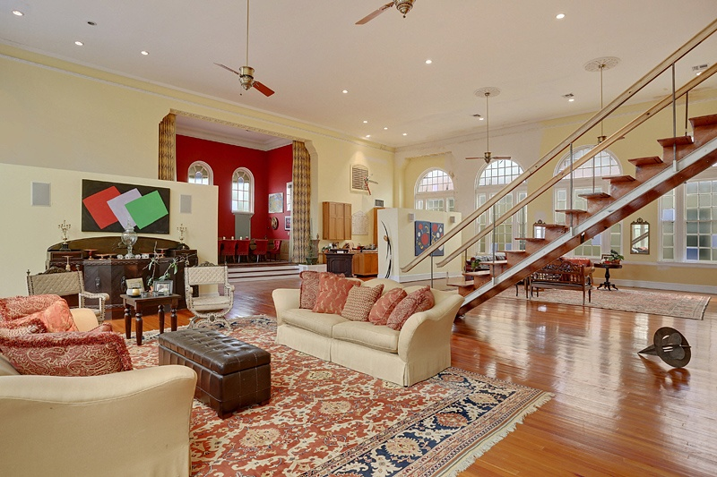 Beyonce-and-JayZs-new_orleans_home_living-room_2