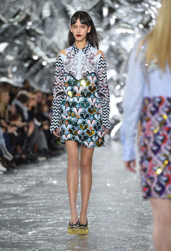 mary_katrantzou_london_fashion_week_autumn_winter_24_1bcnsua-1bcnsuk