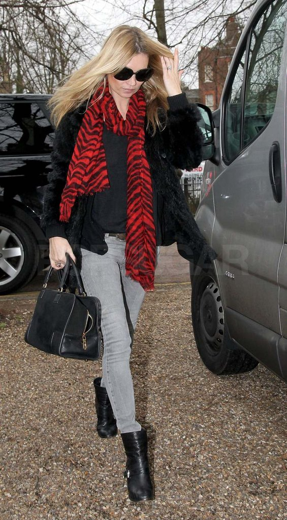 Kate-Moss-wearing-red-scarf