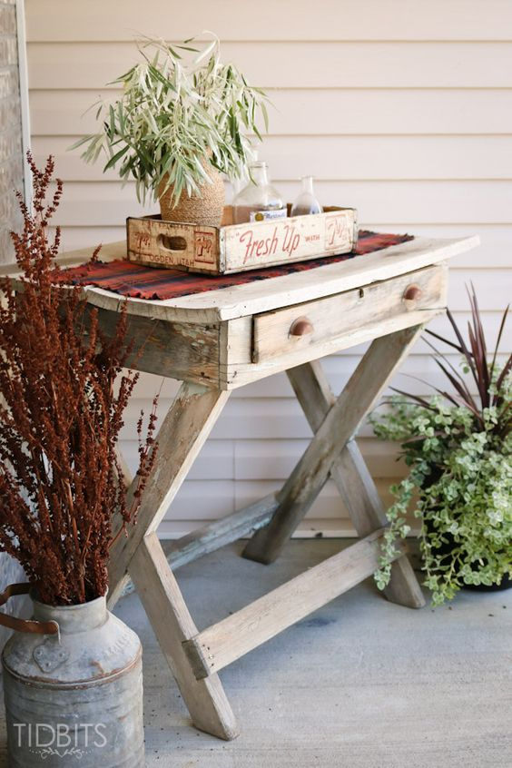 fall-porch-with-table-runner