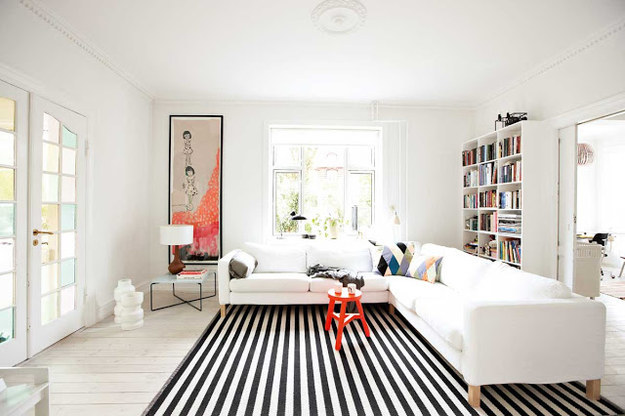 stripes-to-make-room-appear-larger