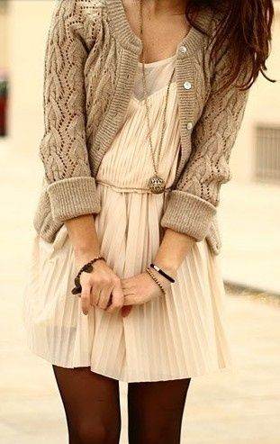 neutral-knitted-thanksgiving-outfit