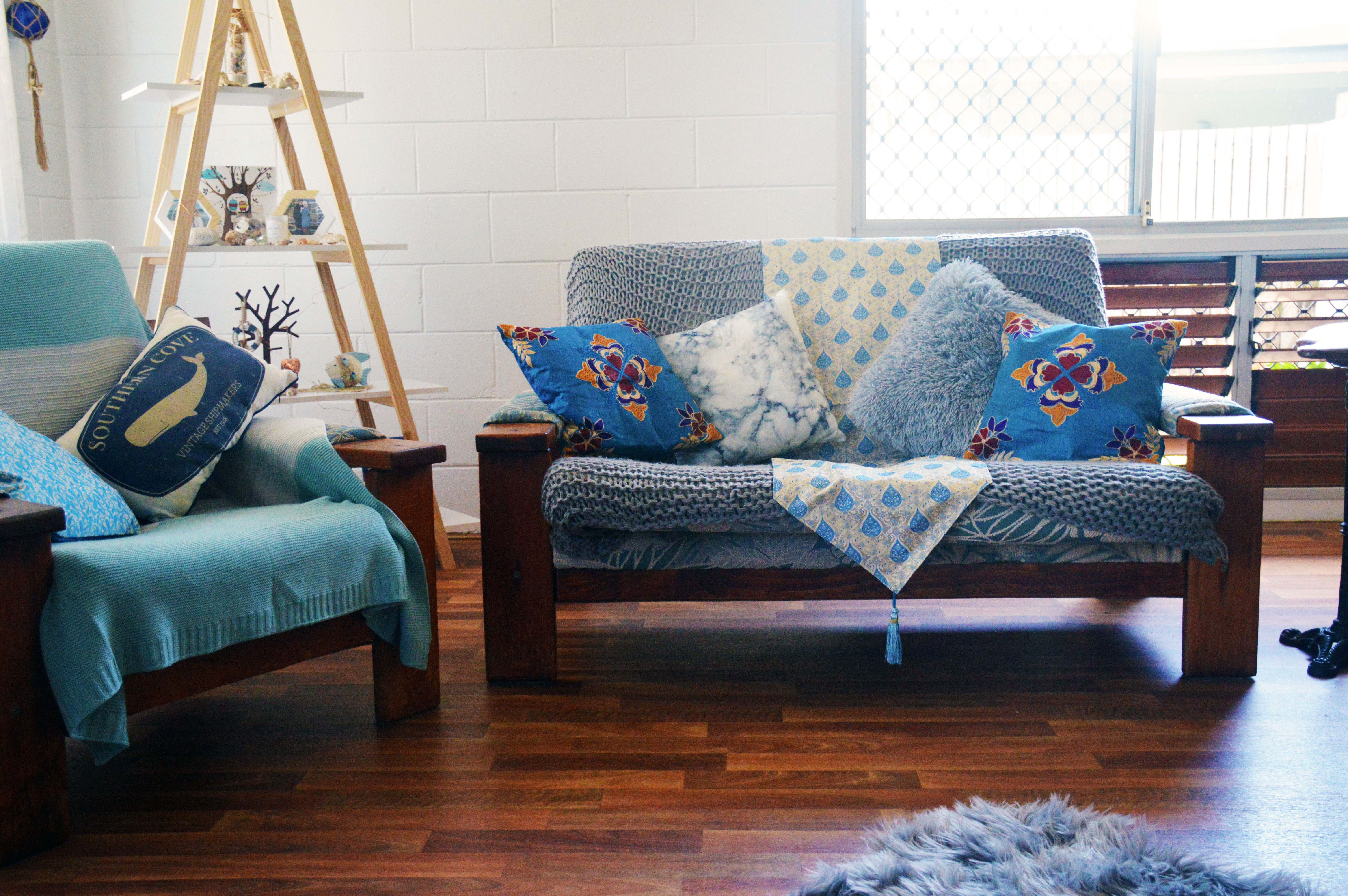 living-room-with-table-runner