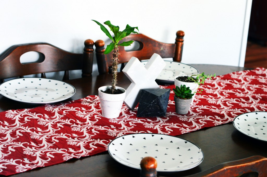 red-white-marble-boho-table-layout