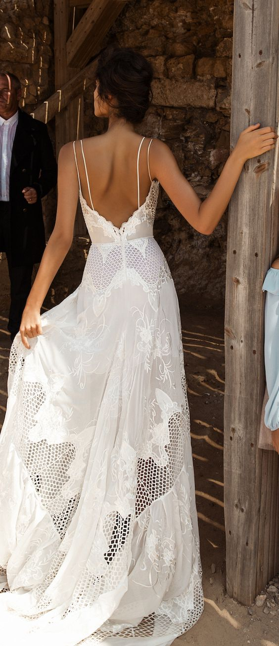 boho-wedding-dress-perfect-for-tropical-beach-wedding