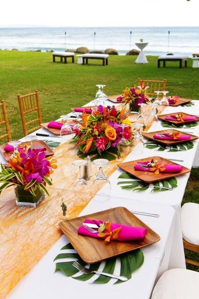 tropical-beach-wedding-table-layout