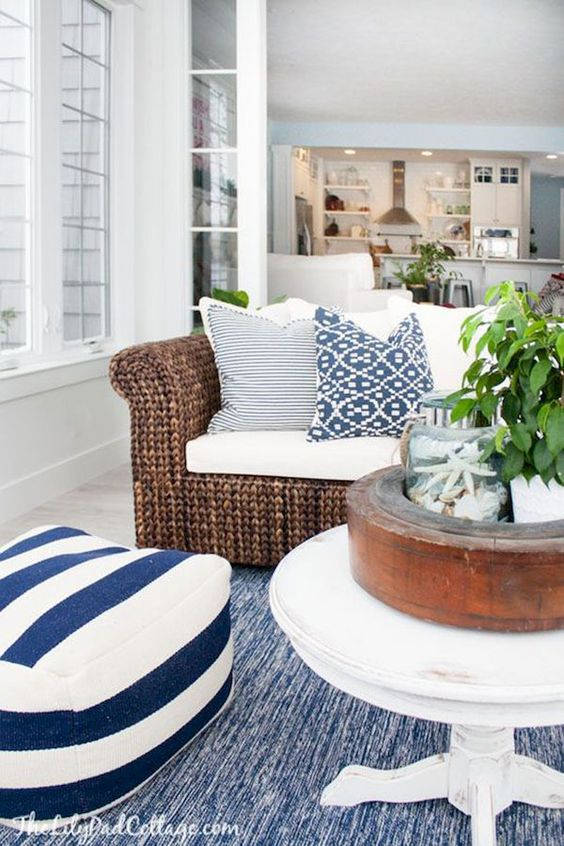 navy-and-white-coastal-decor