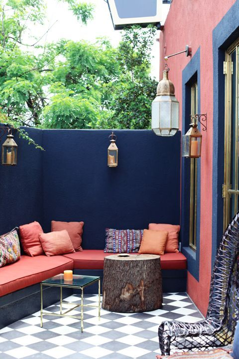 red-blue-small-yard-design
