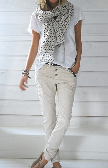 all-white-jean-and-t-shirt-look-with-scarf