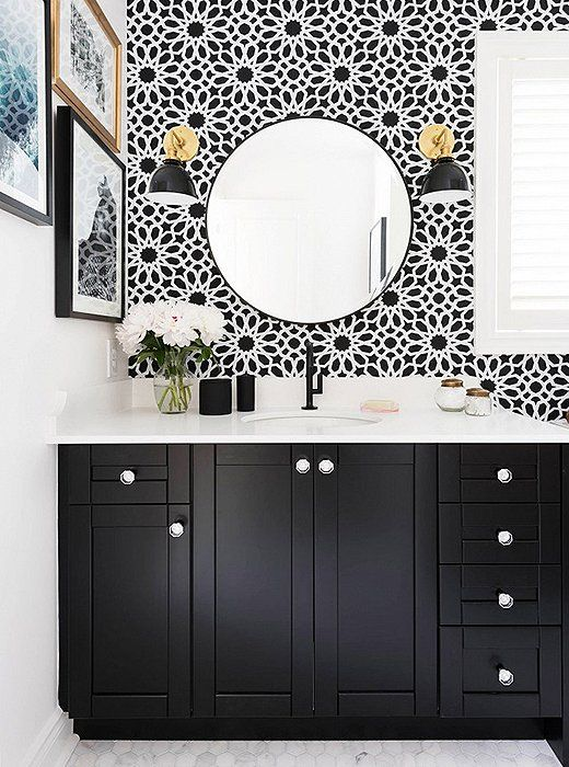bathroom-statement-printed-wallpaper