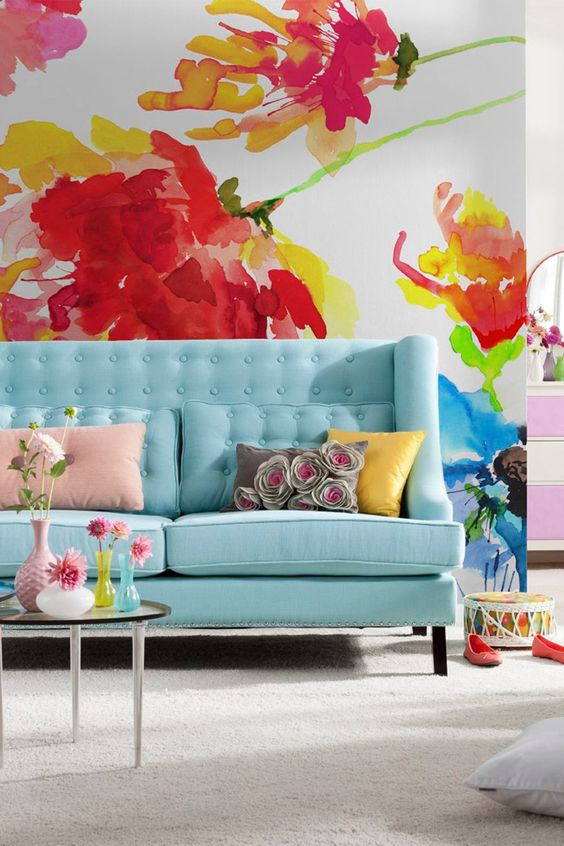 bright-floral-printed-wallpaper-living-room