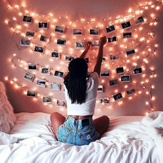 fairy-lights-dorm-room