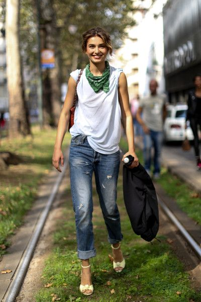 model-street-style-outfit-jeans-t-shirt