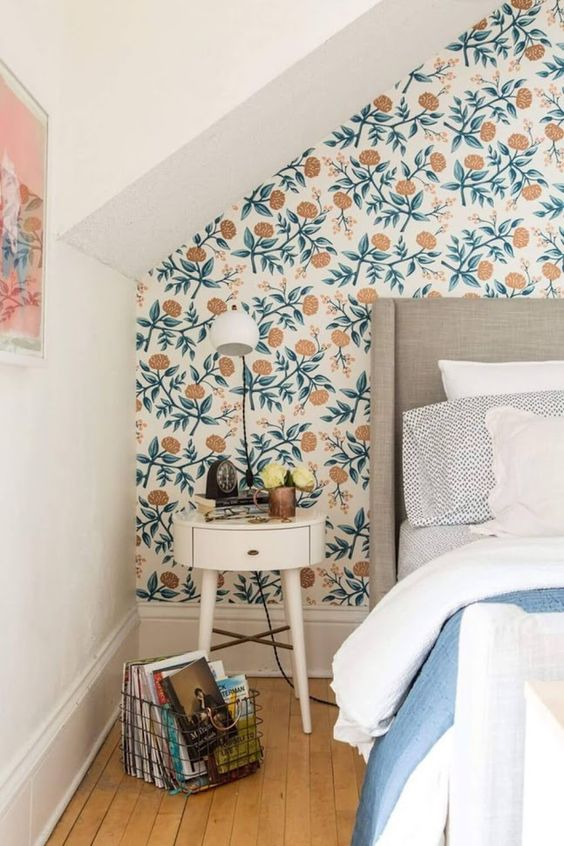retro-printed-wallpaper-bedroom