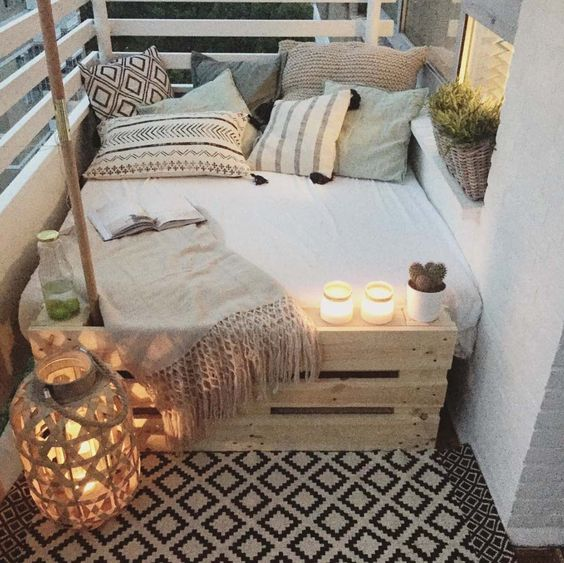 bohemian-balcony-decor-day-bed