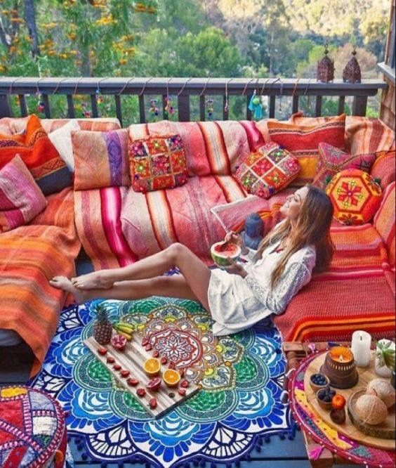 boho-balcony-decor-cushions