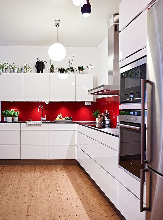 kitchen-with-red-decor