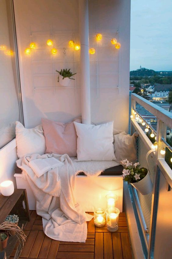 simple-balcony-decor