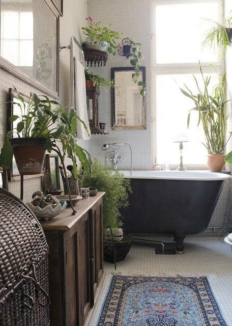 boho-bathroom-black-tub