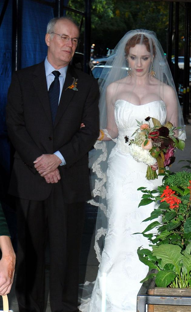 christina-hendricks-wedding-dress