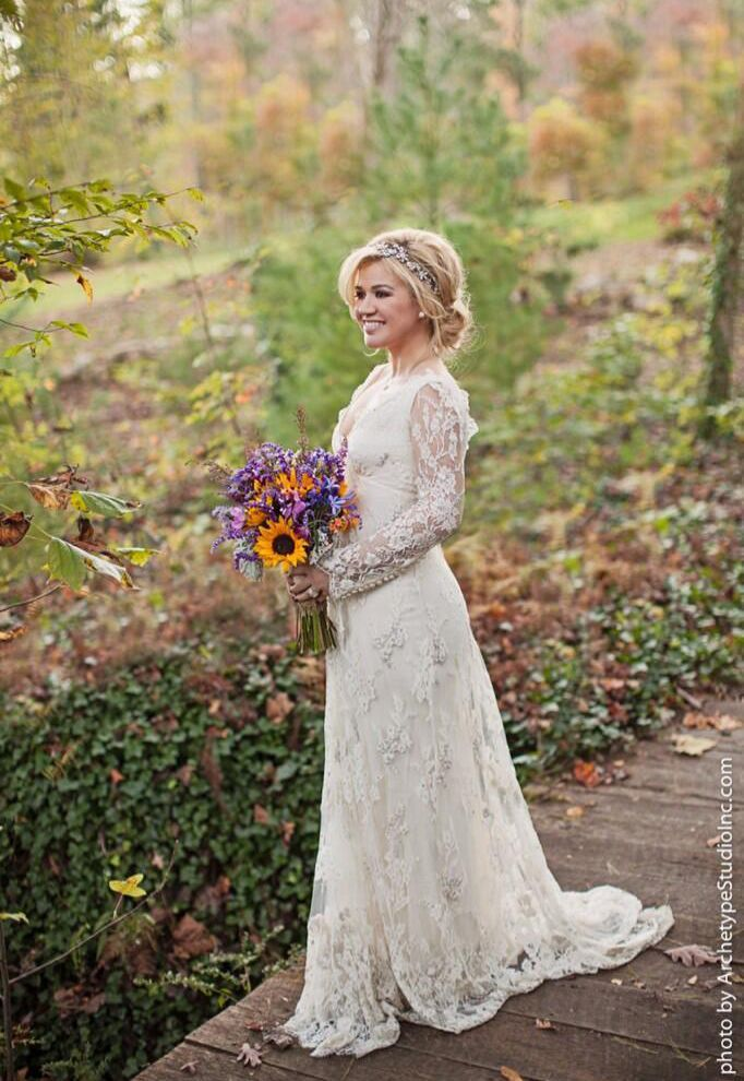 kelly-clarkson-wedding-dress