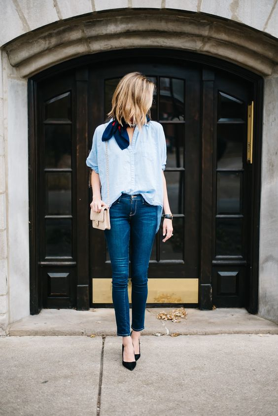 loose-shirt-jeans-fall-thanksgiving-outfit
