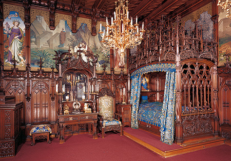 neuschwanstein-interior-bedroom